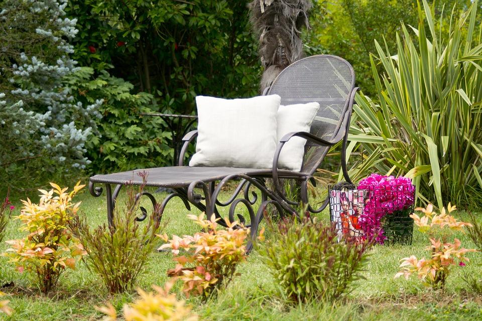 Les périodes chaudes sont proches, tous à vos fauteuils de jardin