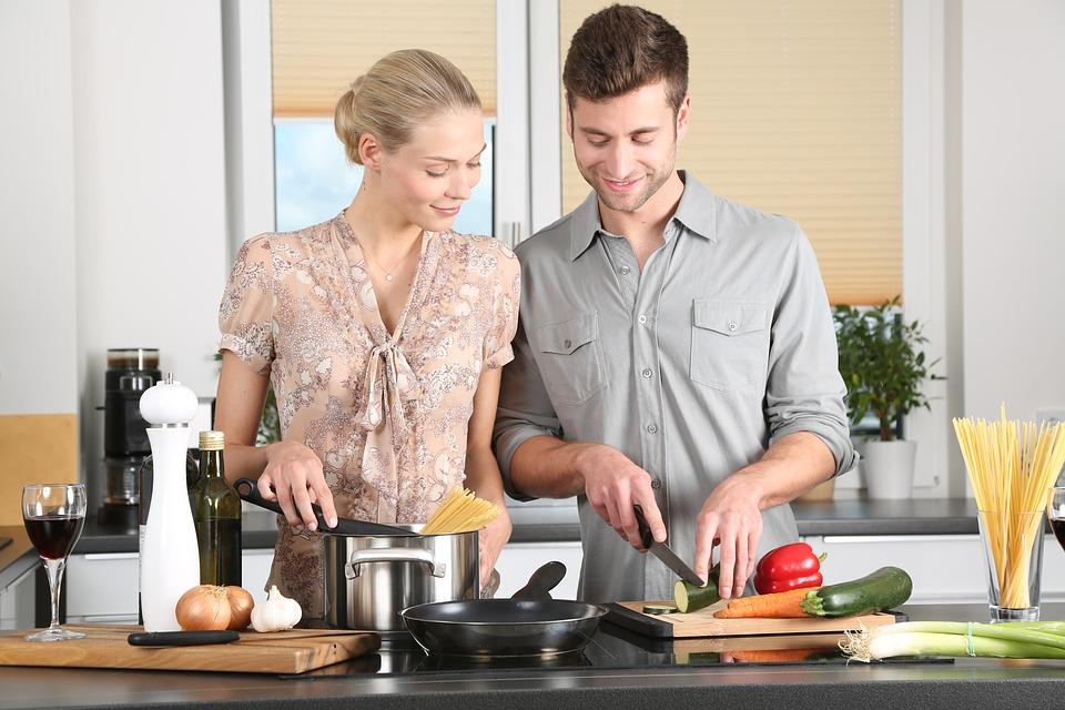 Qui contacter pour se faire poser sa cuisine à la maison ?