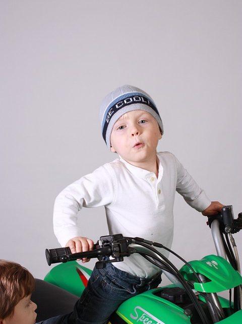 Quad électrique pour enfant: La puissance, la boîte de vitesse, et le type de terrains